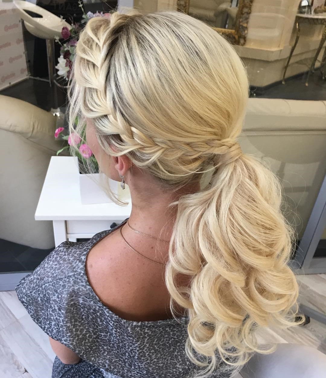 4 Creative Hairstyles And Tutorials For Curly Ponytail02