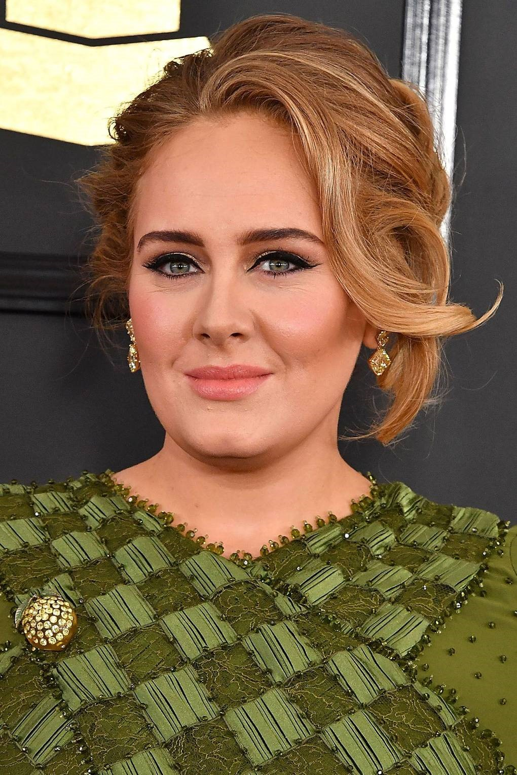 5 Hairstyles Which Make Adele Look Radiant In Formal Events01